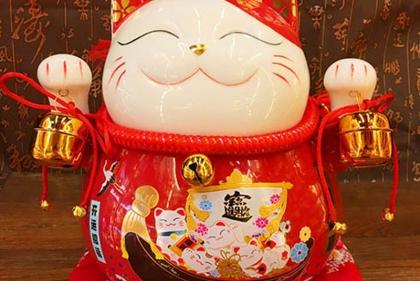 Mua mèo thần tài cầu may mắn cẩn thận tiền mất tật mang