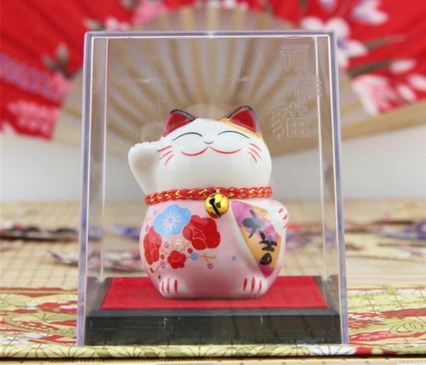 Chú mèo cười Nhật Bản