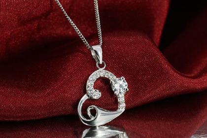 Tặng dây chuyền bạc đến một nửa yêu thương nhân ngày noel
