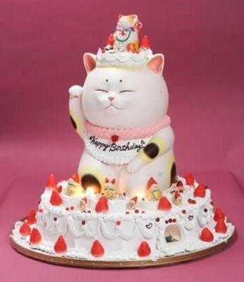 Chú mèo thần tài trong chiếc bánh kem sinh nhật nhằm gửi lời chúc may mắn tài lộc
