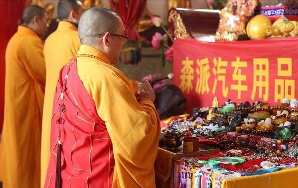 Nghi thức khai quang thường được diễn ra với sự chủ trì của các sư thầy