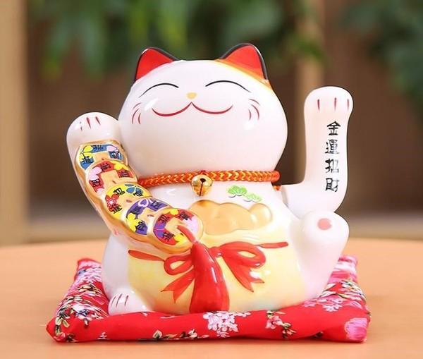 mèo giơ tay càng cao thì may mắn và tài lộc đến với chủ nhân càng nhiều