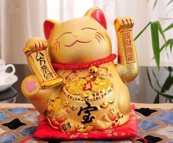 mèo thần tài vẫy tay màu vàng