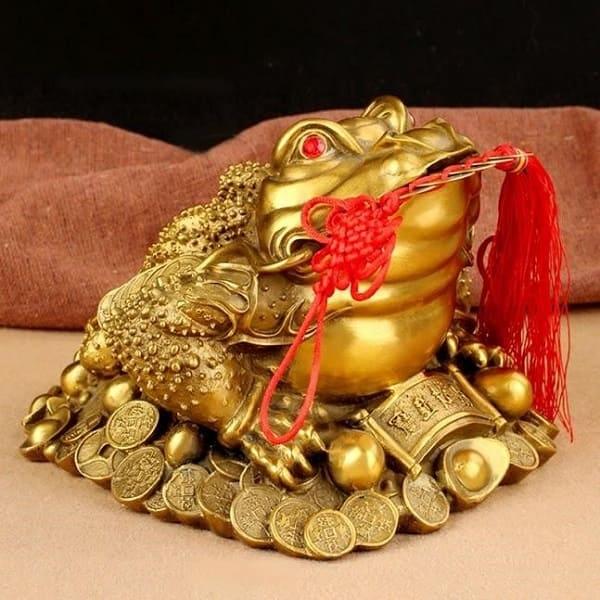 Tượng Thiềm Thừ mạ vàng mang đến sự sung túc và phú quý cho gia chủ