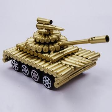 Xe tăng mô hình làm từ vỏ đạn XT002