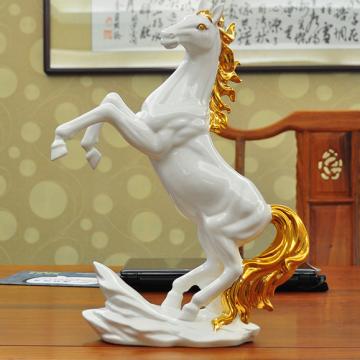 Ngựa gốm mạ vàng