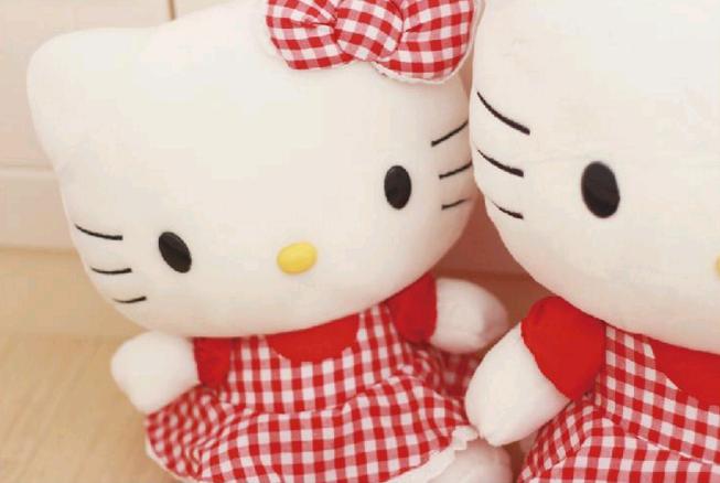 meo-hello-kitty-mac-vay-do-0