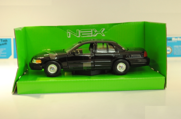 ford-crown-victoria-black-1999