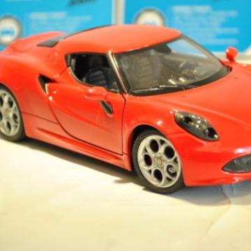 Ô tô mô hình Alfa Romeo 4C màu đỏ tỉ lệ 1:24