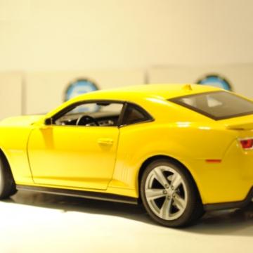 Ô tô mô hình Chevrolet Camaro ZL1 màu vàng tỉ lệ 1:24