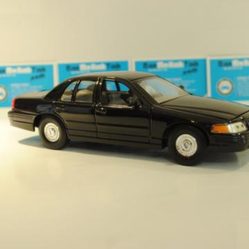 Ô tô mô hình Ford Crown Victoria 1999 màu đen tỉ lệ 1:24
