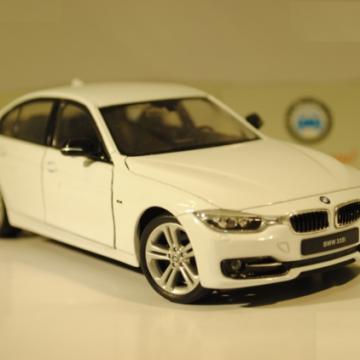 Ô tô mô hình BMW 335i màu trắng tỉ lệ 1:24