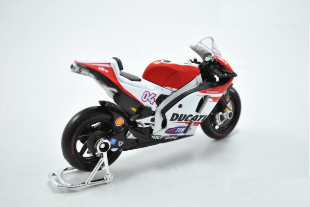 Xe máy mô hình Ducati đỏ trắng DESMOSEDICI 2015 tỉ lệ 1:18