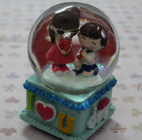Hộp nhạc quả cầu tuyết cặp đôi I Love You