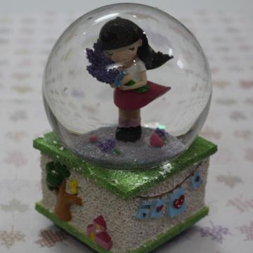 Hộp nhạc hình cô gái cầm hoa Lavender