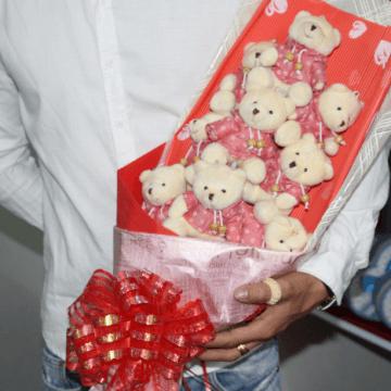Hoa gấu bông gấu mặc áo len HGB029