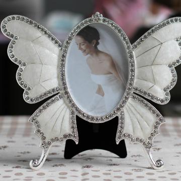 Khung ảnh hình cánh bướm